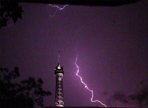 eiffel-lightning